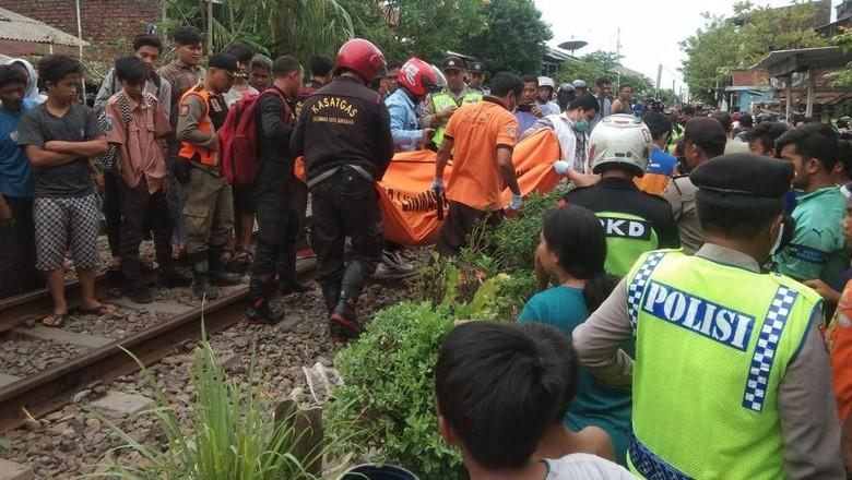 Lagi, Seorang Kakek Tewas Tersambar Kereta Api di Surabaya