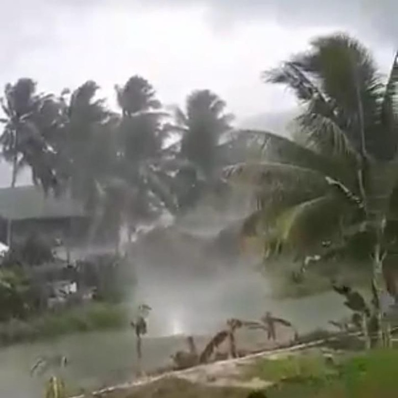 Viral Video Angin Puyuh Bak Tornado di Sulbar