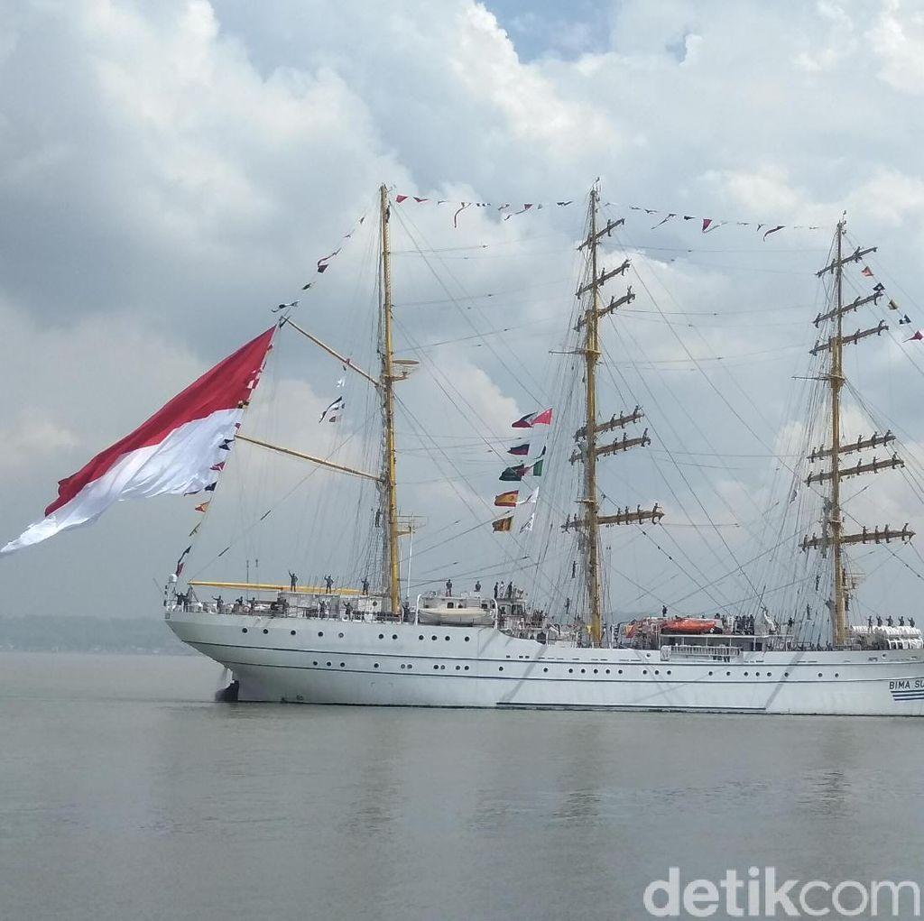 Panglima TNI Ajak Para Tokoh Agama Joy Sailing Naik KRI Bima Suci