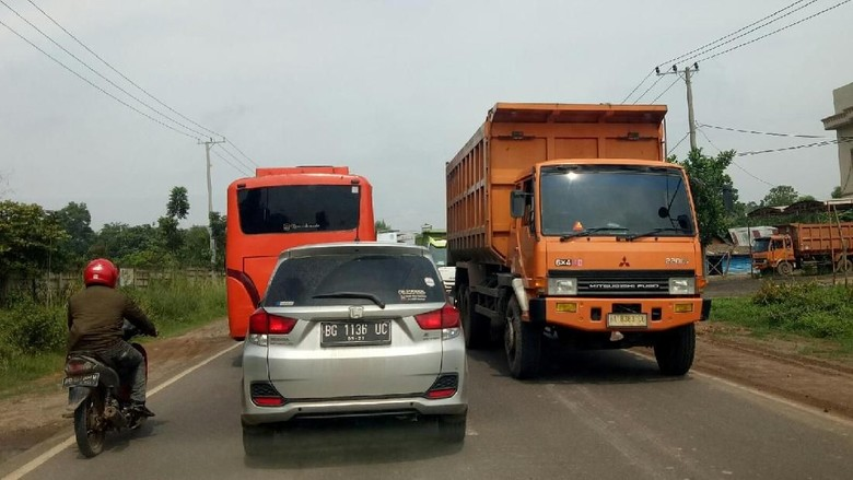 Gonjang-ganjing Truk Batu Bara Via Jalur Khusus Vs Jalan Umum