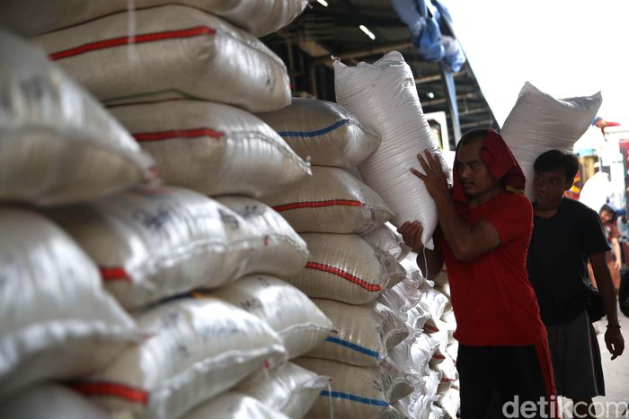 Direktur Utama PT Food Station Arief Prasetyo Adi mengatakan saat ini pasokan beras di PIBC ada sebanyak 50 ribu ton. Namun, 80% di antarannya merupakan jenis premium.