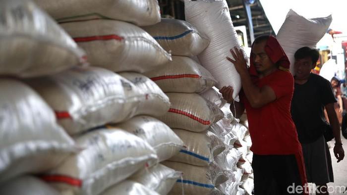 Harga beras medium di Pasar Cipinang mengalami kenaikan dari Rp 8.700 per kilogram (kg) menjadi Rp 9.150 hingga Rp 10.200 per kg.