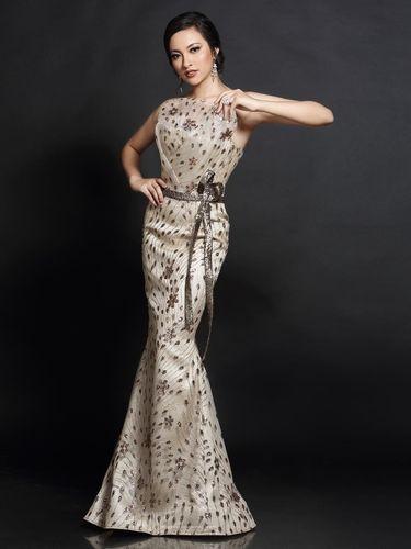 Penampilan Vania Herlambang dengan gaun malam di Miss International 2018