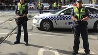 Kepolisian Victoria mengatakan, para polisi awalnya datang untuk merespons laporan mengenai sebuah mobil yang terbakar di pusat kota Melbourne pada sekitar pukul 16.20 waktu setempat, saat orang-orang mulai meninggalkan kantor mereka untuk pulang. (Foto: Dok. REUTERS/Sonali Paul)