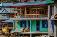 Desa Malana memiliki bahasa sendiri. Mereka berbicara dalam bahasa Kanashi, yang dianggap suci dan tidak diajarkan kepada orang asing. (Samantha Leigh Scholl/Alamy/BBC Travel)