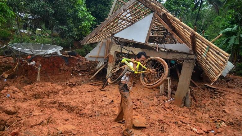 Curah Hujan Tinggi, Kabupaten Tasikmalaya Dilanda Longsor