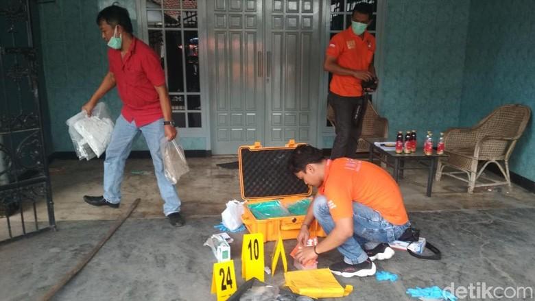Polisi Sita 8 Kantong Alat Bukti Baru Pasutri Tewas di Tulungagung
