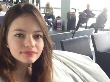 Wajahnya tampak tak asing, Bun? Ya, sebelumnya Mackenzie Foy sudah bermain di beberapa film, salah satunya di sekuel Twilight yang terkenal. (Foto: Instagram/mackenziefoy)