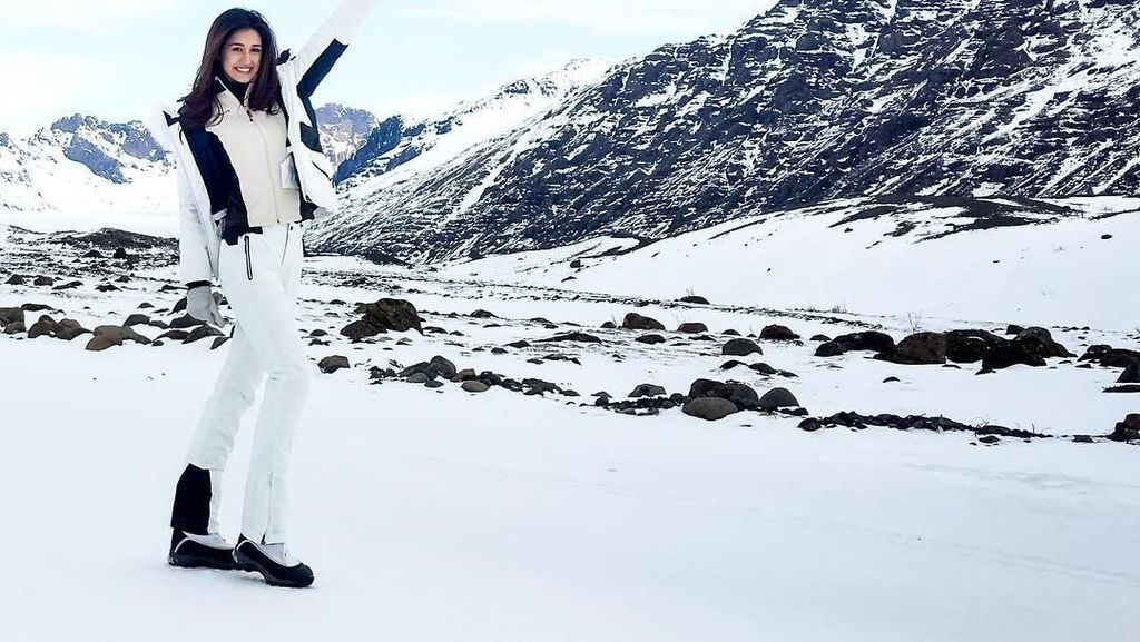 Gaya Liburan Eksotis Aktris Bollywood di Pantai