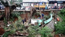 Lapak Pedagang Hingga Motor Jadi Korban Longsor di Citayam Depok