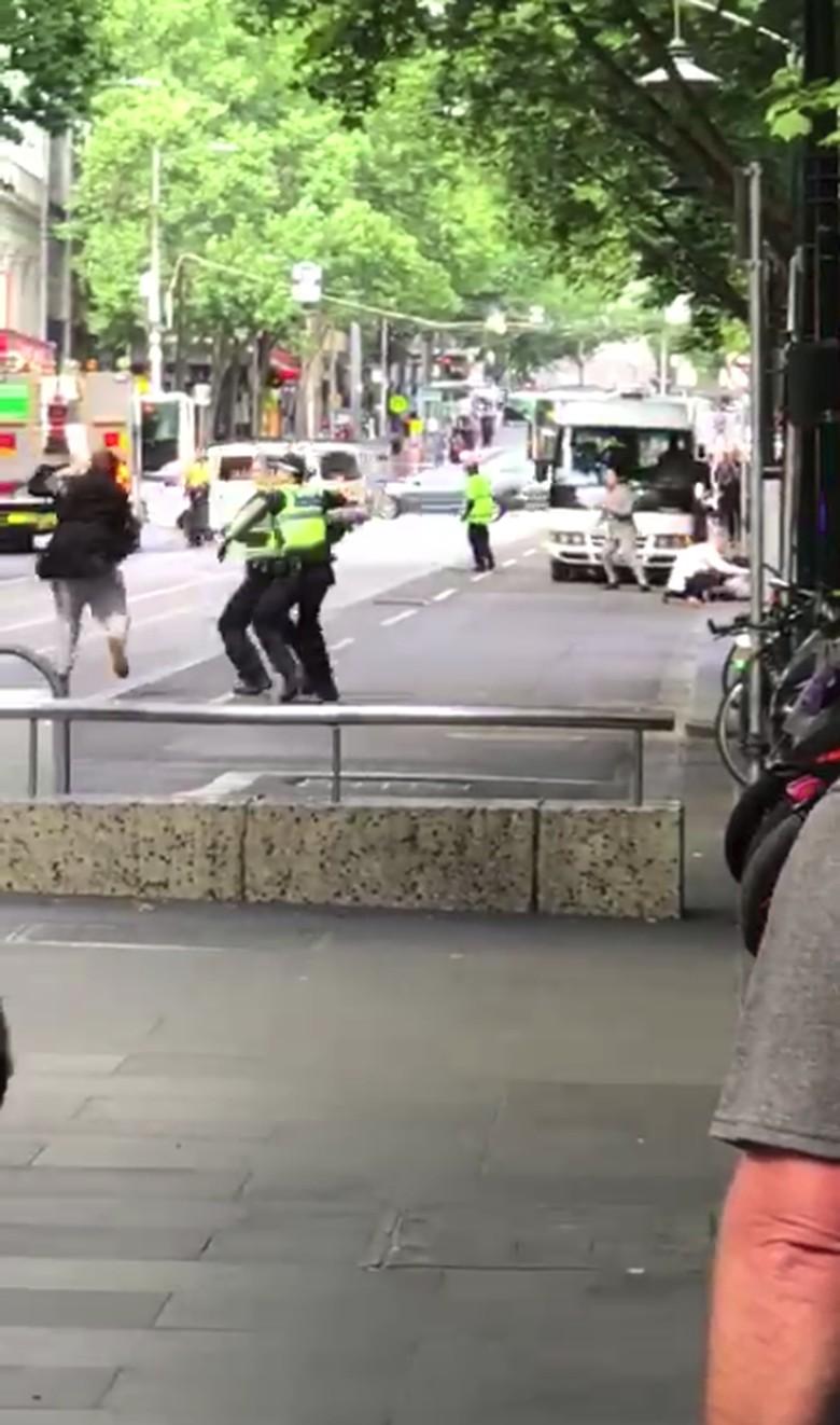 Yasonna Heran Polisi Melbourne Tak Langsung Tembak Pria Penikam