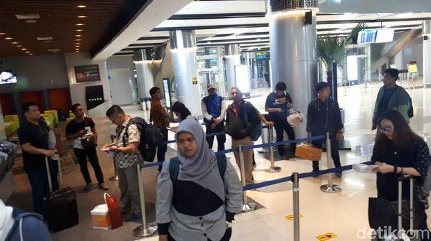 Mesin Tiket di Stasiun Kereta Bandara Eror