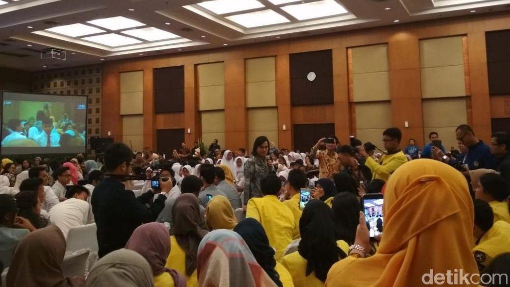 Sri Mulyani di Depan Ratusan Pelajar: Gaji Dipotong Pajak, Jahat Nggak?