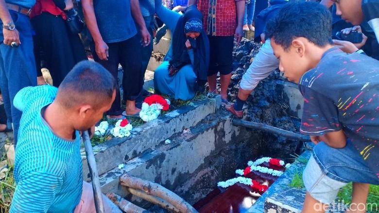 Pramugari Lion Air PK-LQP Shintia Dimakamkan di Padang