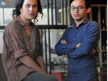 Duet Yusuf Mahardika dan Baron Siregar saat bermain di serial TV Gerhana Bulan Merah. Sukses terus ya Yusuf dan Baron. (Foto: Instagram@baronityofc)