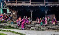Para wanita di Desa Malana (Samantha Leigh Scholl/Alamy/BBC Travel)