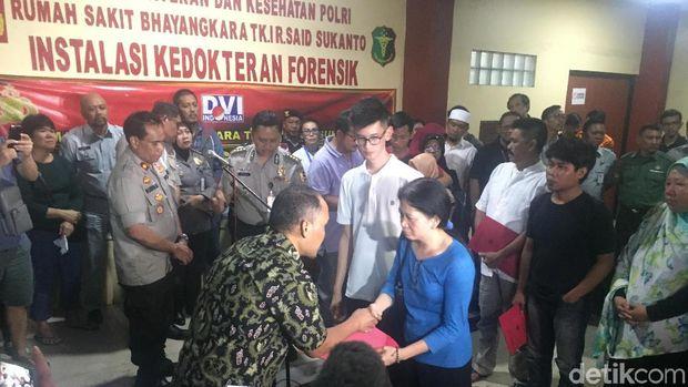 Penyerahan 6 Korban Lion Air kepada Keluarga Diwarnai Isak Tangis
