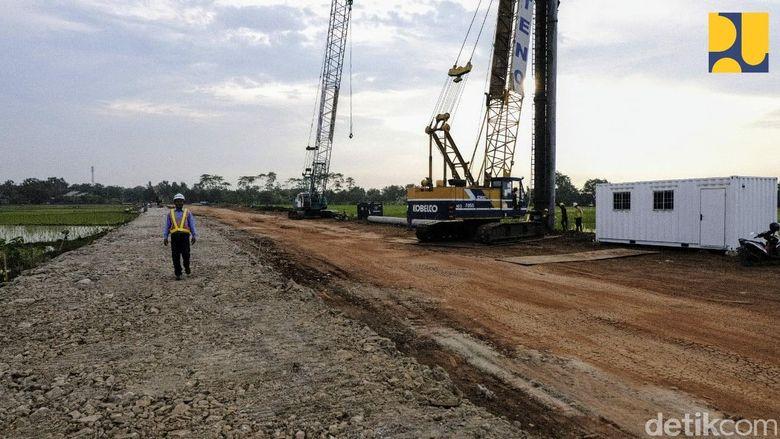 Ketersediaan infrastruktur jalan sangat krusial untuk menunjang Pelabuhan Patimban sebagai pelabuhan internasional terbesar di Indonesia selain Pelabuhan Tanjung Priok. Dok. Kementerian PUPR.