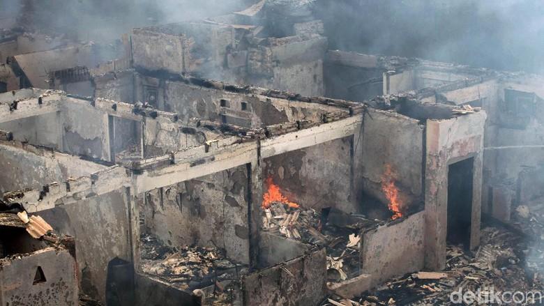 Puluhan Rumah Habis Dilahap Api di Kedoya