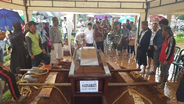 Tangis Pecah di Pemakaman Hakim Tinggi Hasnawaty Korban Lion Air