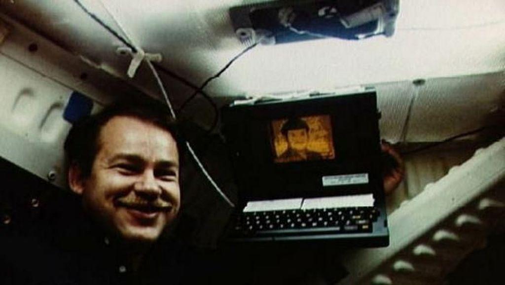 9 Pahlawan Teknologi, Penemu Ponsel Sampai Email