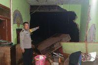3 Rumah Hancur Diterjang Luapan Sungai Cibotor Bandung