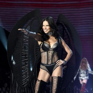 10 Model Seksi Ini Dipensiunkan Victorias Secret, Tak Lagi Jadi Angel