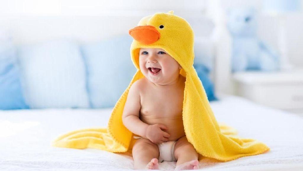 30 Nama Bayi Laki-laki dengan Arti Banyak Rezeki
