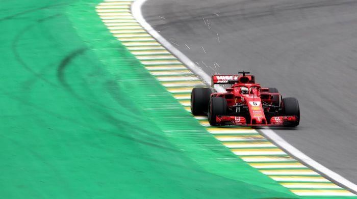 Sebastian Vettel jadi pebalap tercepat di sesi latihan bebas ketiga GP Brasil (Foto: Ricardo Moraes/Reuters)