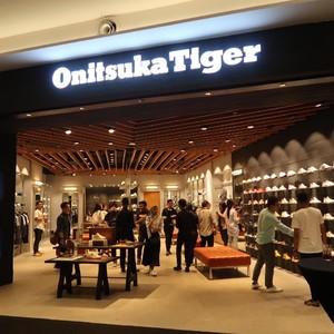 Brand Sepatu Onitsuka Tiger Buka Toko Terbesar di Surabaya
