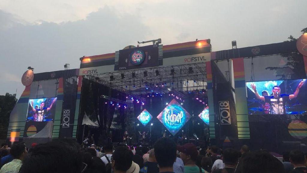 Keren! Lihat Aksi Anang Cs di Panggung The 90s Festival