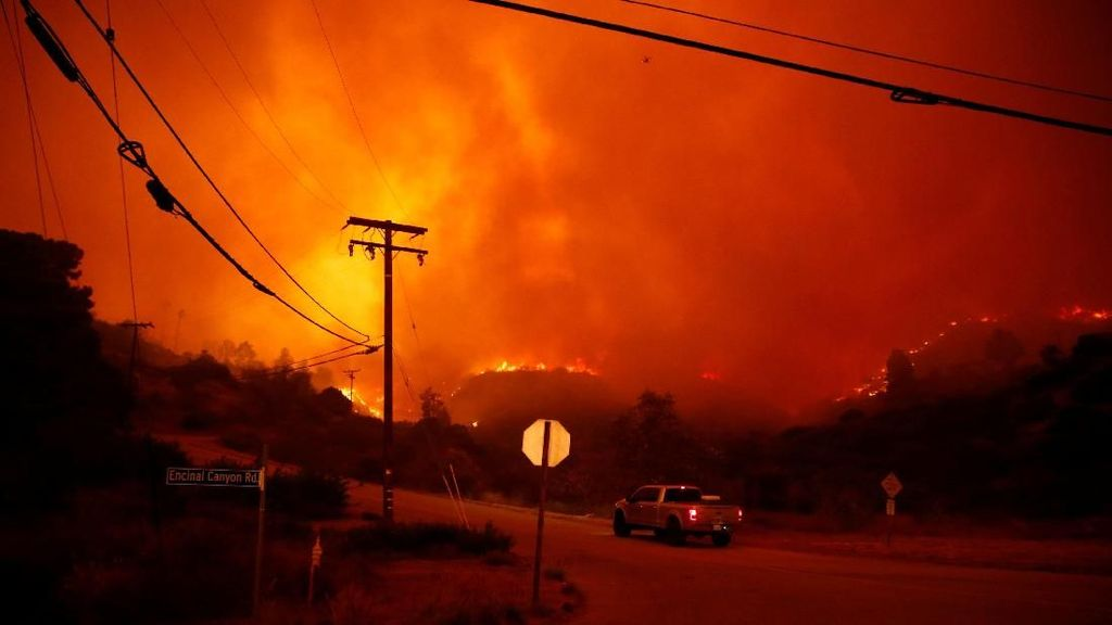 Kebakaran Hutan di California Tewaskan 9 Orang, 150 Ribu Mengungsi