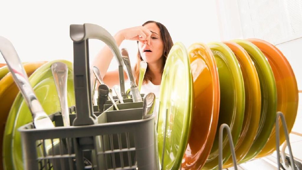 5 Cara Sederhana Hilangkan Bau Tak Sedap di Dapur