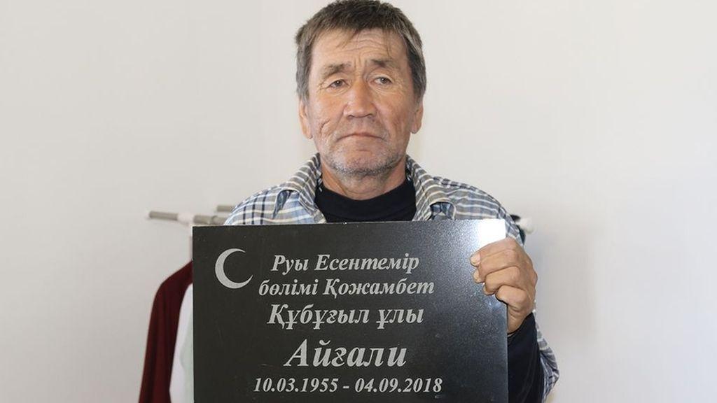 Seorang Pria Muncul di Rumahnya 2 Bulan setelah Dimakamkan