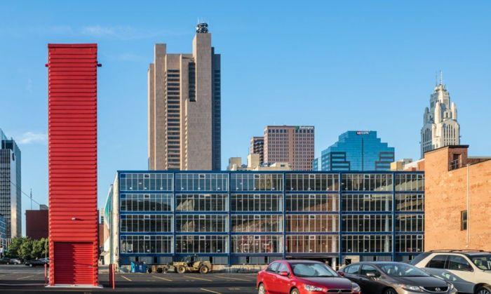 Ada yang berbebeda dari salah satu gedung tingkat di Columbus, Ohio. Bangunan tersebut ternyata merupakan parkiran tingkat. Istimewa/Dok.inhabitat/dezeen.