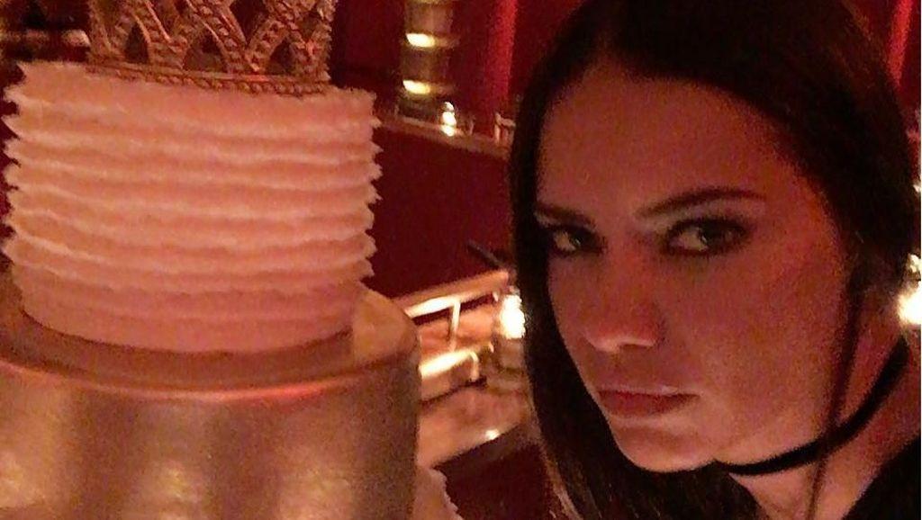 Intip Momen Makan Adriana Lima, Victoria Secrets Angel yang Baru Pensiun