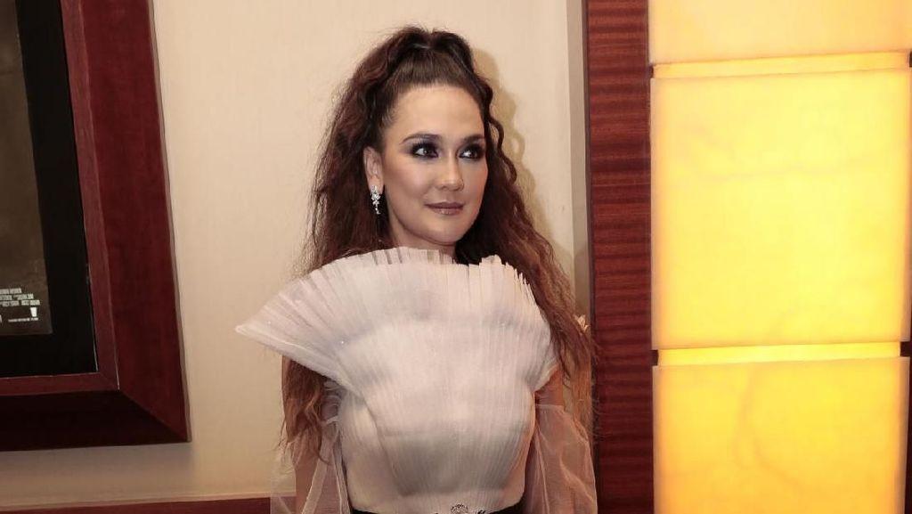 Luna Maya Awalnya akan Bintangi Film Kampanye Si Manis Jembatan Ancur