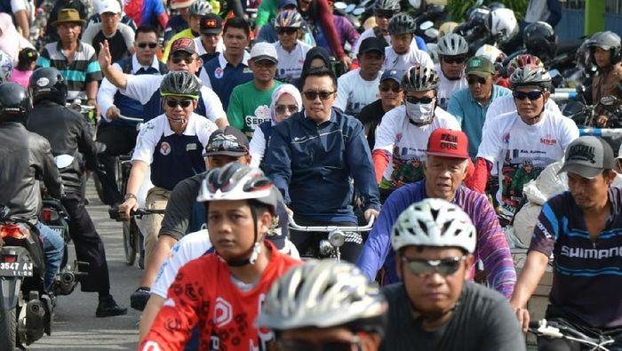 Menpora Imam Nahrawi ikut gowes di Sepeda Nusantara di Kebumen. (Foto: Kemenpora)