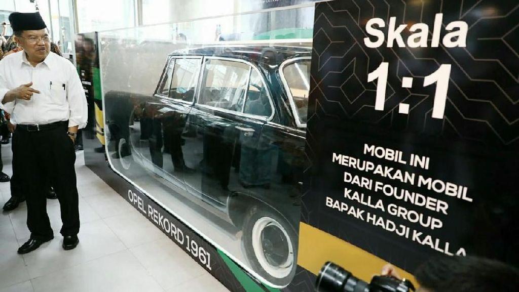 Unik, Mobil Ayah Jusuf Kalla Dibungkus Seperti Mobil-mobilan