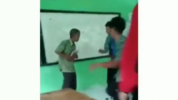 Guru dibully murid di Kendal.