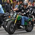 Gaya Jokowi Naik Motor Listrik dan Motor Modif, Kerenan Mana?