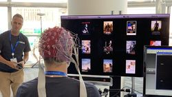 Samsung Bikin Smart TV yang Dikendalikan oleh Pikiran
