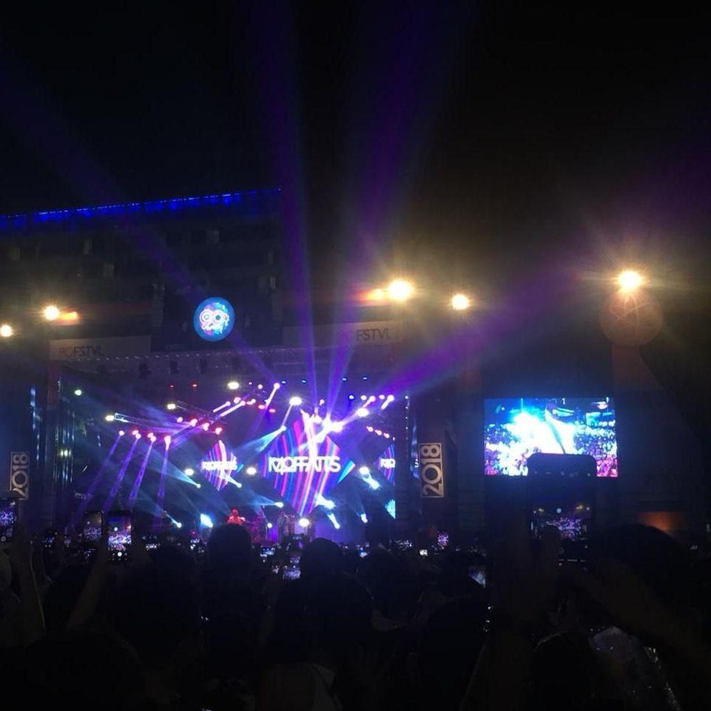 Sweet Martabak Begitu Manis Buka Penampilan Iwa K di 90s Festival