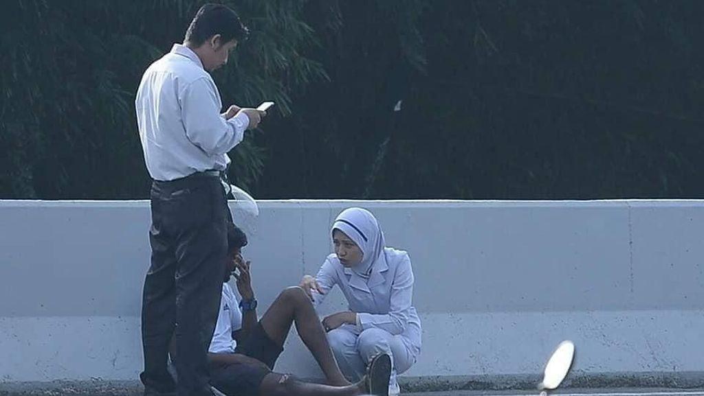 Aksi Perawat yang Jadi Viral karena Tolong Korban Kecelakaan di Jalan