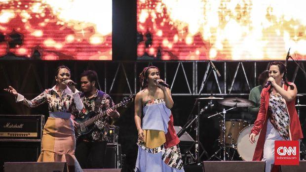 Tampil Energik, Be3 Sempat 'Ngos-Ngosan' di The 90s Festival