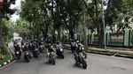 Begini Aksi Jokowi Pimpin Konvoi Bikers di Bandung
