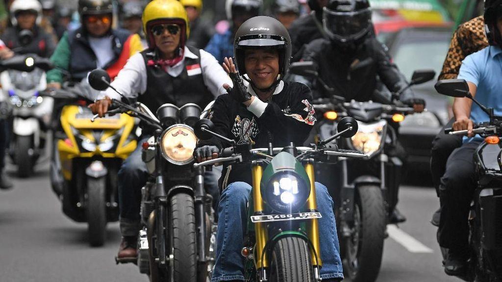 Foto: Gaya Jokowi Pakai Jaket Bubur Ayam Racer Rp 1,4 Juta Saat Konvoi