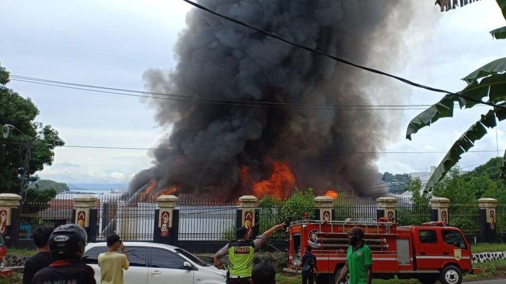 Kantor Gubernur Papua Terbakar, Gedung Sasana Krida Ludes