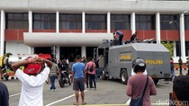 Kantor Gubernur Papua Terbakar, Pegawai Diliburkan
