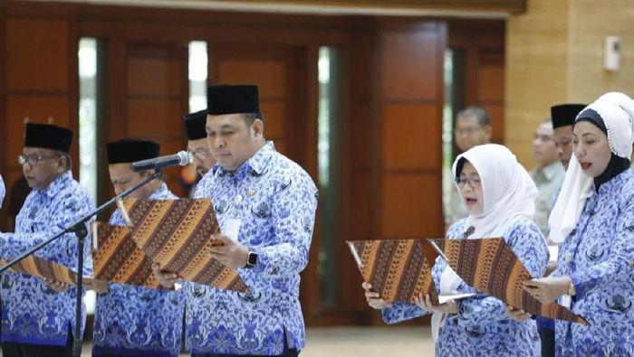 Mentan Amran Sulaiman melantik 9 Pejabat Tinggi Pratama atau Eselon II dan 6 Direktur Polbangtan Lingkup Kementan/Foto: Dok Kementan